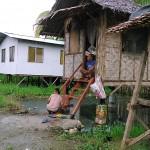 ミンダナオ島「日々の闘い」~ゴミ山をあさる子供たち