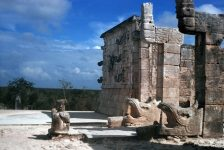 sculptures-from-chichen-itza-2-1208741-639x427
